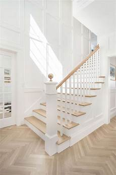Treppe Auf Englisch - pin by buckley on inspo herringbone wood floor