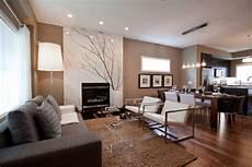 offener wohnbereich mit moderner einrichtung in neutralen