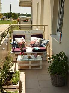 balkon sitzecke wei 223 es balkon sofa paletten couchtisch glasplatte