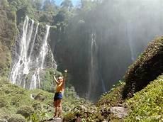 Pesona Air Terjun Tumpak Sewu Lumajang Bius Ribuan Turis