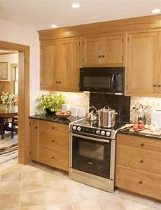 Kitchen Backsplash Ideas With Birch Cabinets by Shaker Style Kitchen With Large Drawers And Cabinets