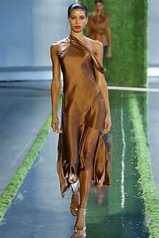 Gespottet Pantones Modefarben F 252 R F S 2019 Auf Der New