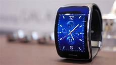 samsung gear s samsungs smartwatch am handgelenk