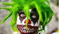 deguisement fille vire se d 233 guiser en clown pour effrayer les enfants la blague