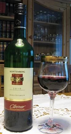 Gambar Botol Minuman Keras Anggur Merah