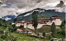 Trongsa Bhutan Built On A Spur High Above The Mangdechu