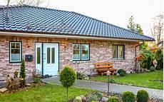 bungalow im landhausstil bungalow ksw massivhaus