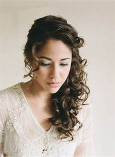 29 charming s wedding hairstyles for naturally curly hair baille s wedding board