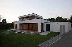 exklusives einfamilienhaus mit flachdach haus design