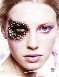 makeup artist fringe benefits