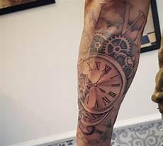 uhr unterarm uhr tattoos 25 ideen bedeutungen bilder und entw 252 rfe