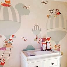 tapete kinderzimmer neutral air balloon wallpaper via kidlet