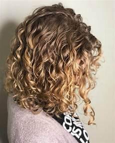 shoulder length blonde curly hair 30 best curly hairstyles for medium hair belletag