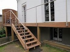 balcon bois extérieur balcon en bois avec rambarde inox