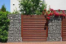Mauer Aus Holz - sichtschutz im garten 10 ideen mit holz kunststoff
