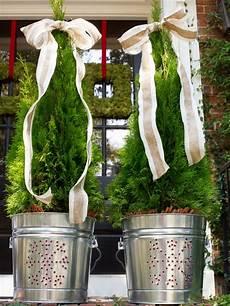 Weihnachtlich Dekorieren Aussen - 19 outdoor decorating ideas hgtv