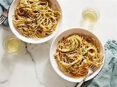 Spaghetti Aglio E Olio - spaghetti aglio e olio recipe ina garten food network