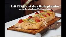 lachs auf grill lachs auf der holzplanke vom deutschen grillmeister