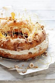 crema pasticcera in francese torta paris brest dalla pastella di crema pasticcera con crema pasticcera pralina e noci al