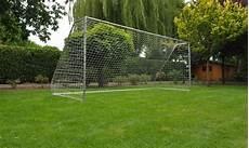 but de football en acier pour jardin groupon
