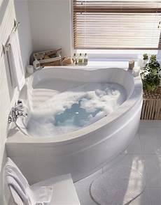 modele de baignoire une baignoire d angle dans une salle de bains zen leroy