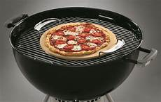 pizza au barbecue weber weber gourmet bbq system pizza weber the barbecue