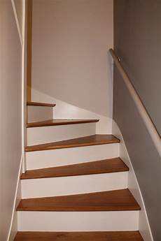 peindre un escalier en blanc peindre escalier int 233 rieur communaut 233 leroy merlin