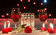 serata a lume di candela quot candle light dinner date setting quot stock photo