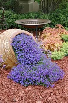 fiori a cascata come creare una cascata di fiori con un vaso rovesciato