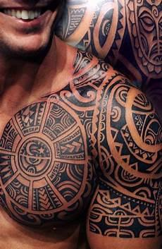 schulter mann pin auf maori polynesia s brust schulter