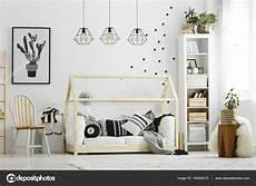 baby schlafzimmer baby schlafzimmer im skandinavischen stil stockfoto