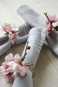 diy floral napkin rings for your summer wedding the english wedding blog