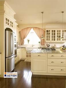 couleur coquille d oeuf 45933 tout est invitant dans cette cuisine en merisier couleur coquille d oeuf l accent des