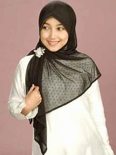 Trend Jilbab 2012 Tips Agar Gaya Busana Muslimahmu Makin