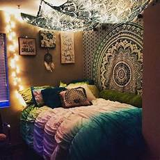 White Tapestry Bedroom Ideas by Green College Apartment Bedroom Tapestry Wall Hanging