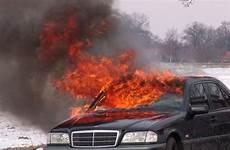 zahlt vollkasko selbst verursachten schaden auto brandstiftung wer zahlt den schaden
