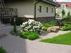 Vorgarten Gestalten Pflegeleicht Weisser Rhododendron Kies