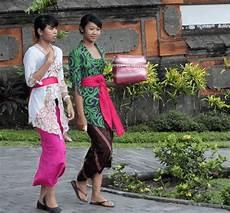 7 Nama Dan Gambar Pakaian Adat Bali Untuk Wanita Dan Pria
