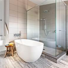 baignoire zone douche zone bain des plus r 233 ussies salle de bain