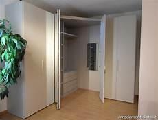 armadio con angolo armadio con angolo spogliatoio dove diversi accessori