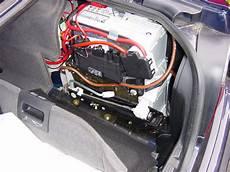 Foto Zwei Autobatterien 252 Bereinander Im Kofferraum Eines
