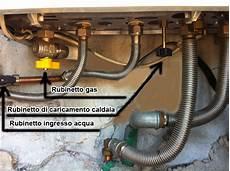 rubinetto di carico caldaia vaillant come riconoscere i tubi di allacciamento sotto la caldaia