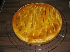 apfelkuchen mit hefeteig apfelkuchen mit waln 252 ssen und hefeteig nutellabr 246 tchen