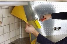 küche fliesen überkleben renovieren auf die schnelle effektplatten lassen sich