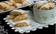 cantucci parodi ricetta cantucci alle mandorle biscotti di prato