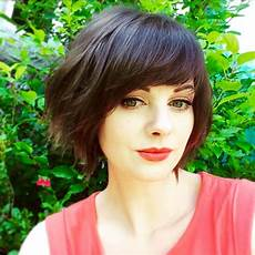 Heavy Side Fringe Hairstyles textured bob with heavy side fringe hair today