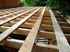 construction d une remise en bois pose d un toit d acier et m 233 tal galvanis 233 pour remise 224