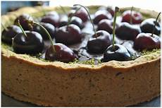 crema al cioccolato montersino frolla al pistacchio con ripieno di crema al cioccolato fondente e cigliege crema al