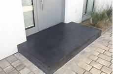 podest hauseingang granit eingangspodeste aus beton sorgen f 252 r einen beeindruckenden