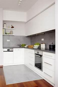Wandgestaltung Küche Ideen - farbgestaltung kueche ideen weisse schraenke matt graue